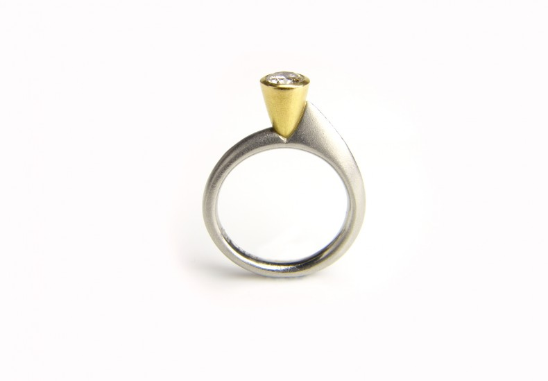 Asymmetric Round Diamond Ring