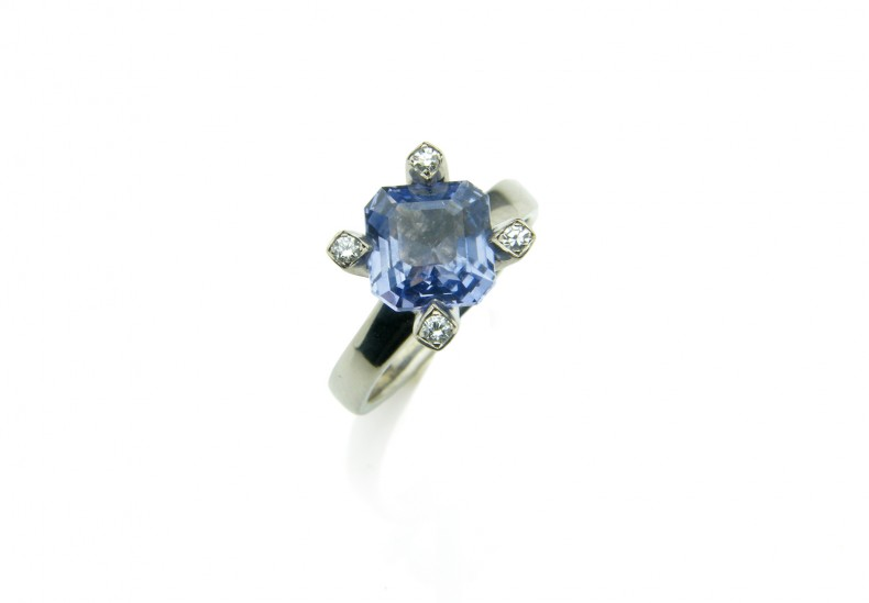 Flare Lilac Sapphire Ring